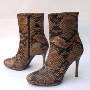 STUART WEITZMAN LITHE Snakeskin Leather Ankle Zip
